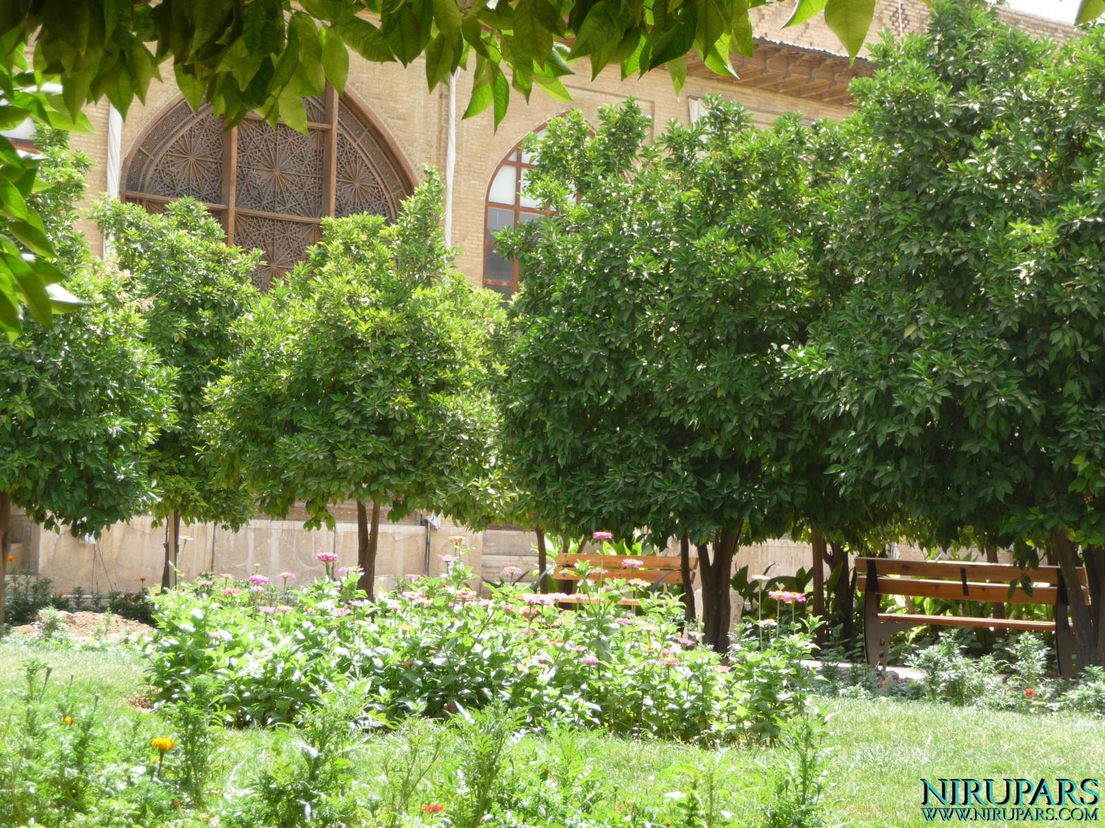 Arg-e Karim Khan - Garden and Flowers