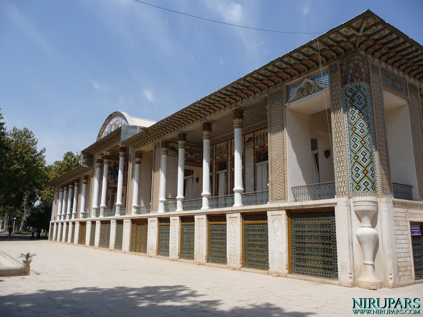 Baq-e Afifabad - Building - Left