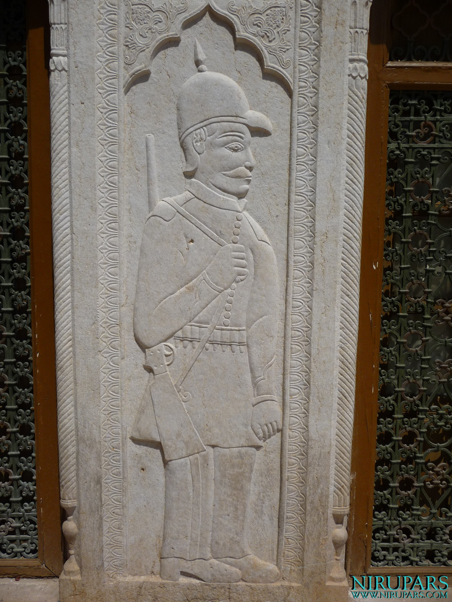 Baq-e Afifabad - Relief - Facade - Soldier - Rifle