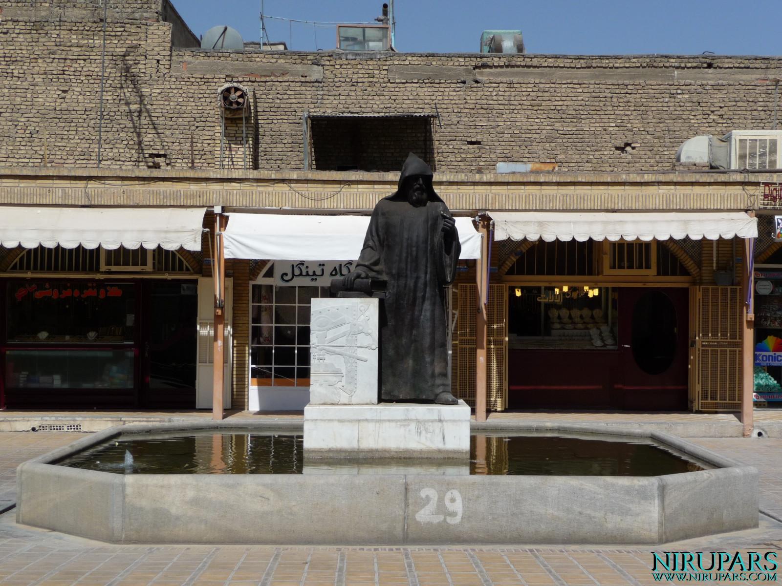 Isfahan - Statue