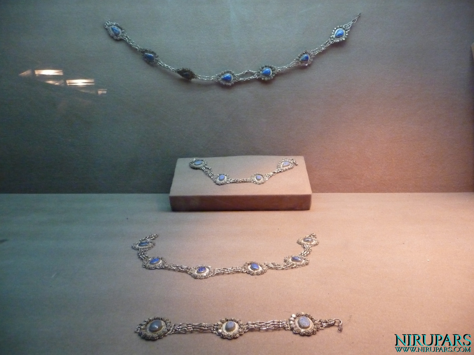 Meydan-e Azadi - Exhibition - Jewelry