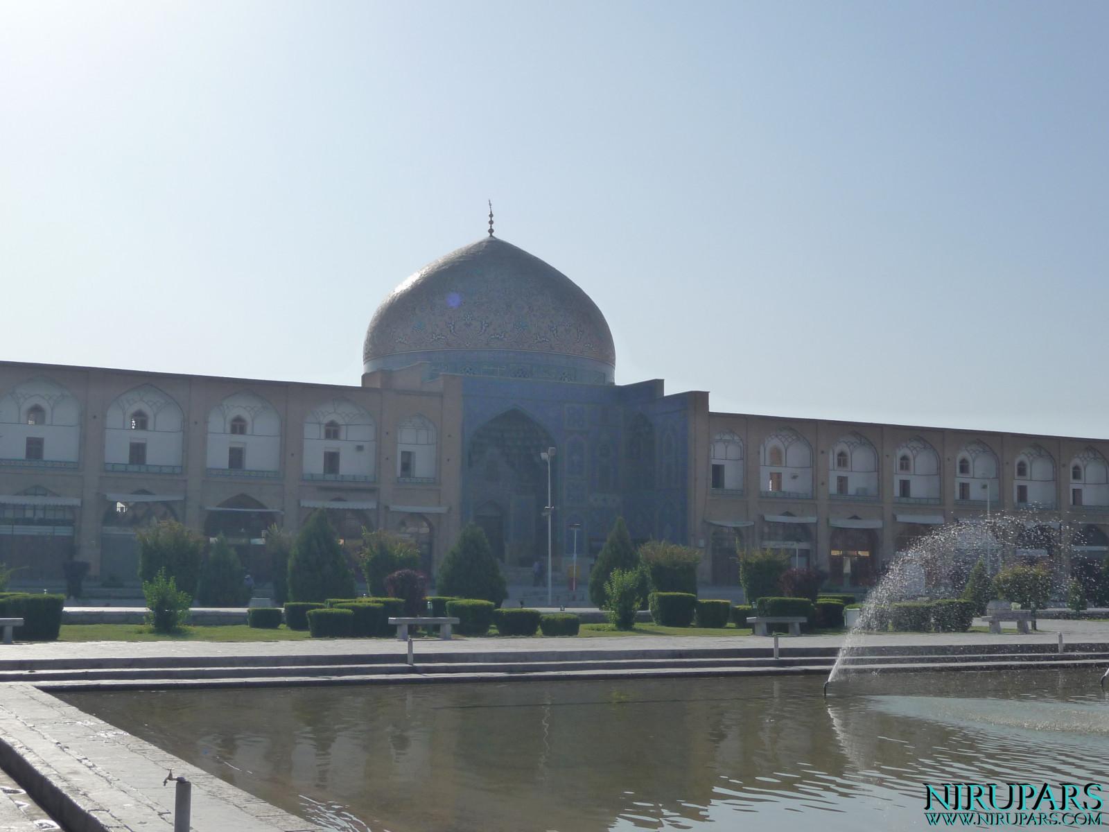 Naqsh-e_Jahan_Sheikh_Lotfollah_Mosque