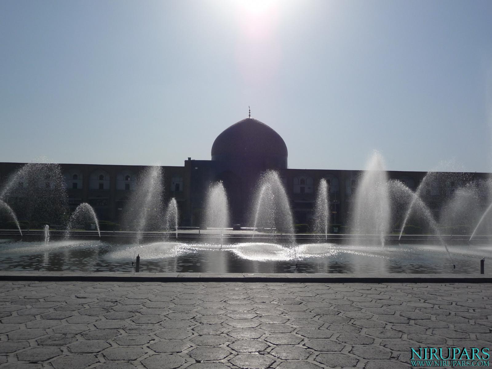 Naqsh-e Jahan - Sheikh Lotfollah Mosque
