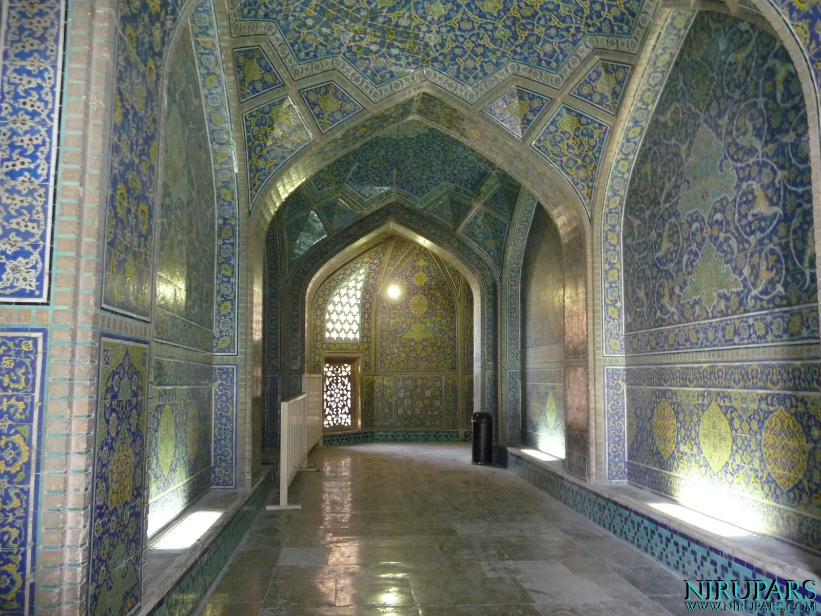 Naqsh-e_Jahan_Sheikh_Lotfollah_Mosque_4