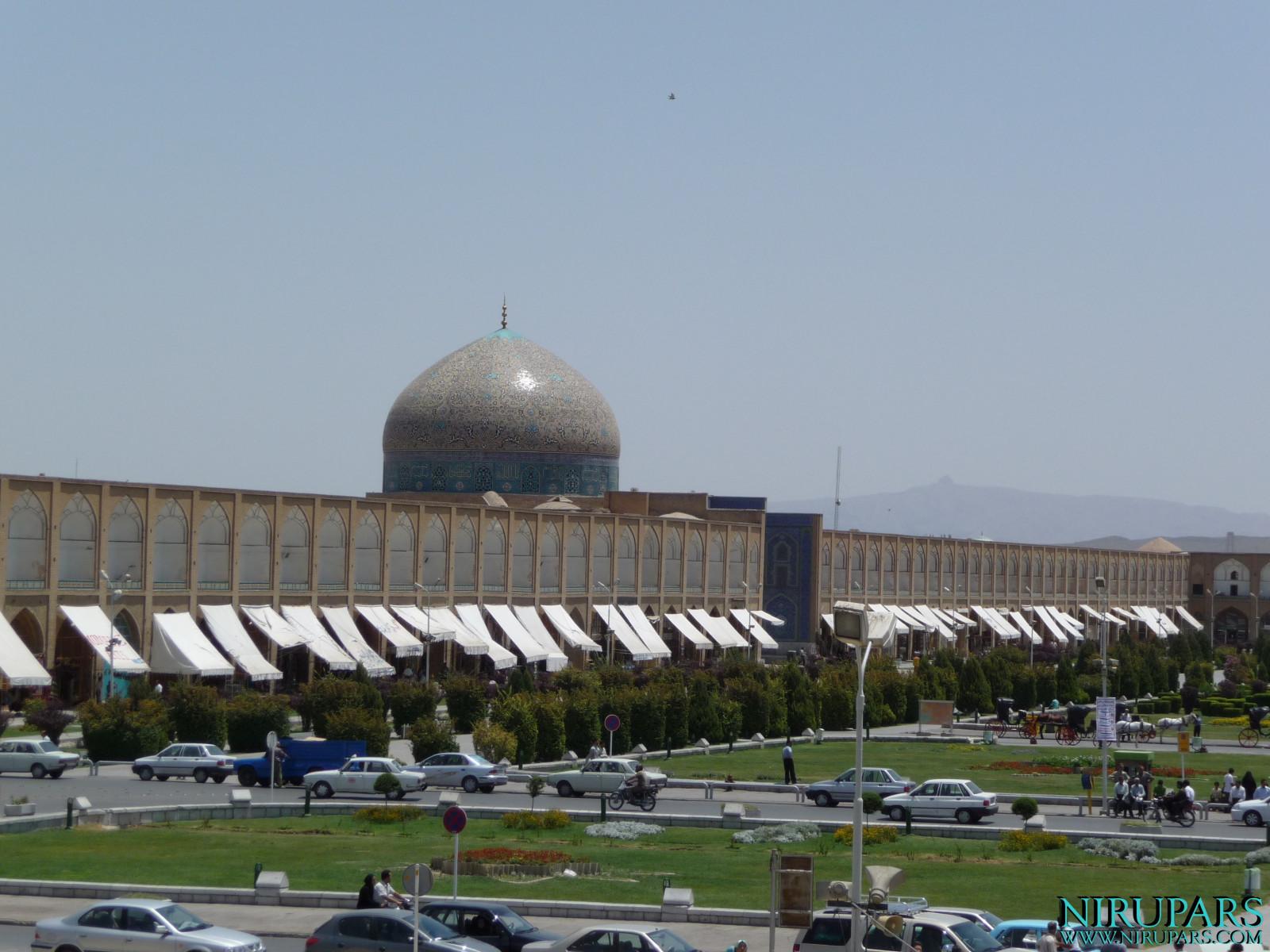 Naqsh-e_Jahan_Sheikh_Lotfollah_Mosque_9