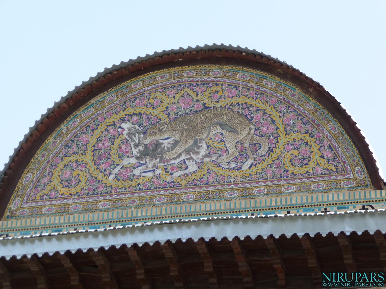 Naranjestan-e Qavam - Pediment Painting Lion Bull