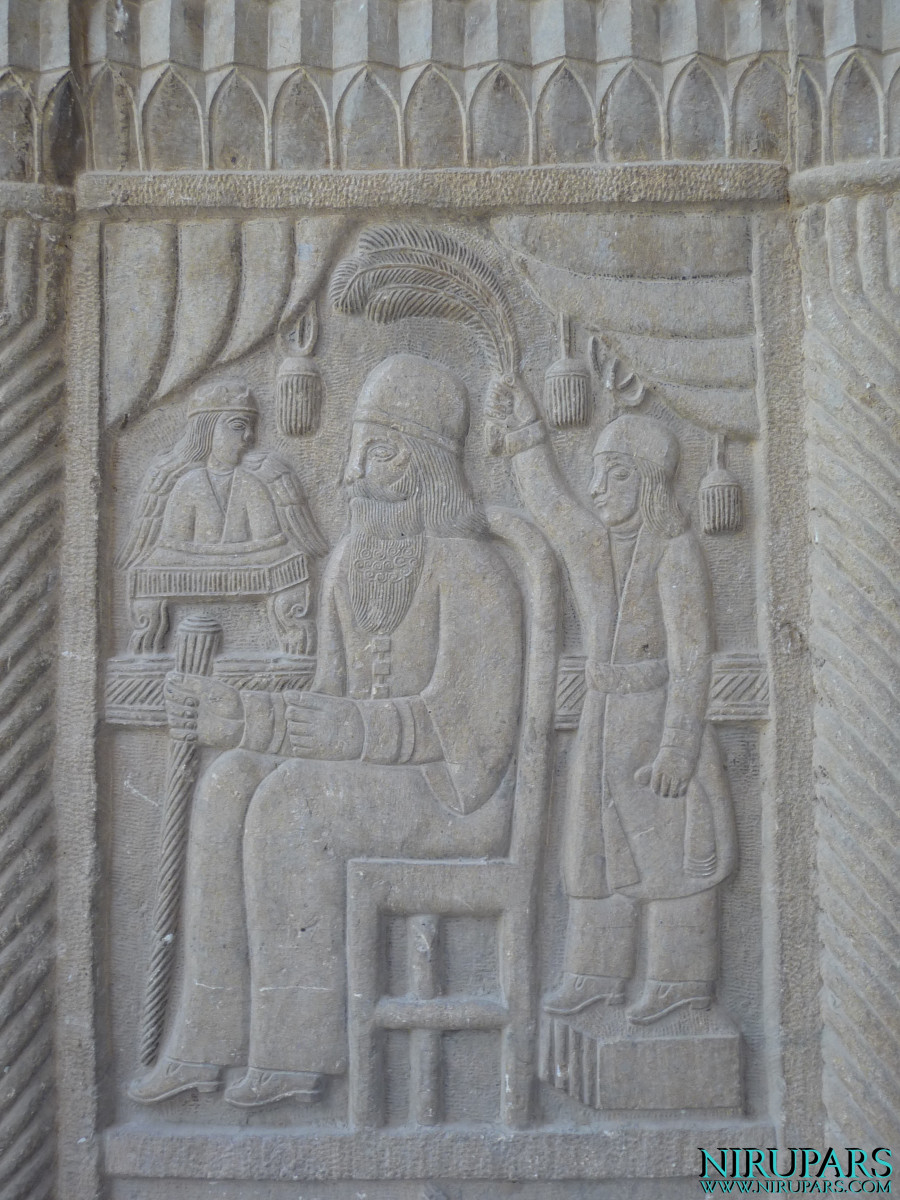 Naranjestan-e Qavam - Relief - King
