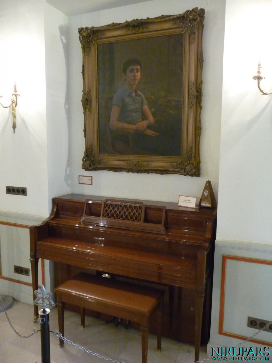 Niavaran Palace Complex - Kushak Pavilion - Piano - Portrait