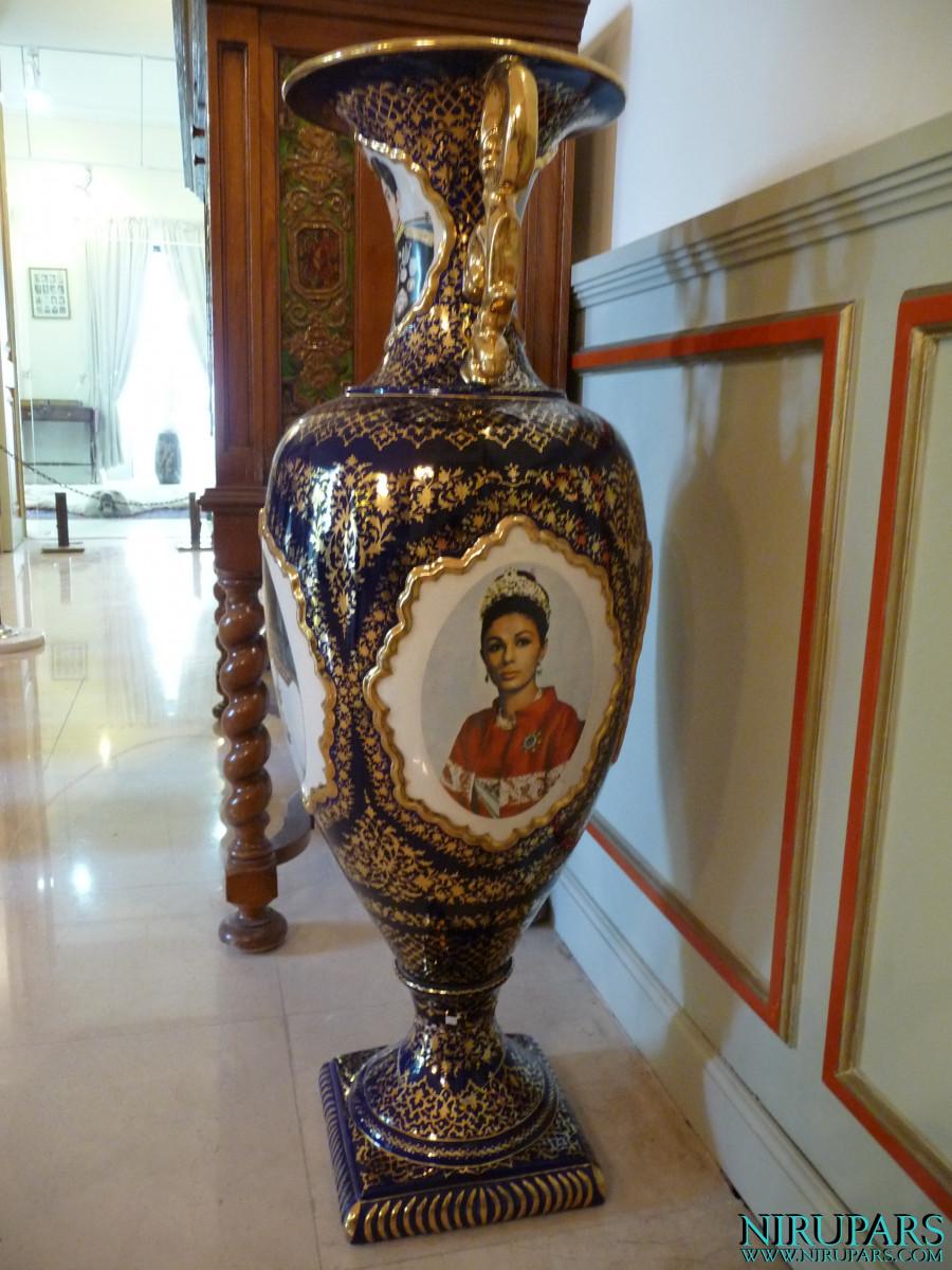 Niavaran Palace Complex - Kushak Pavilion - Vase