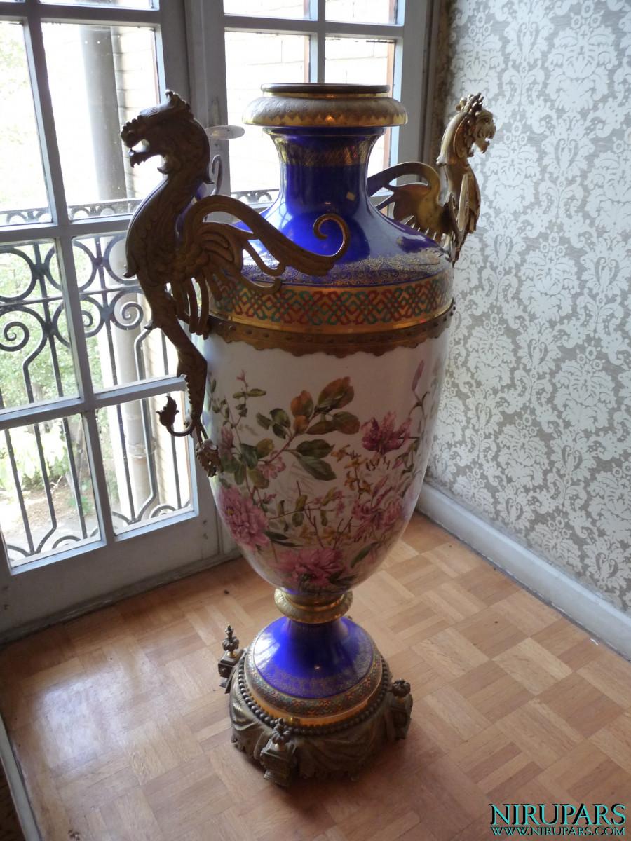 Niavaran Palace Complex - Sahebqaranieh Palace - First Floor - Vase