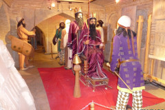 Pars History Museum - Figures - Thronescene