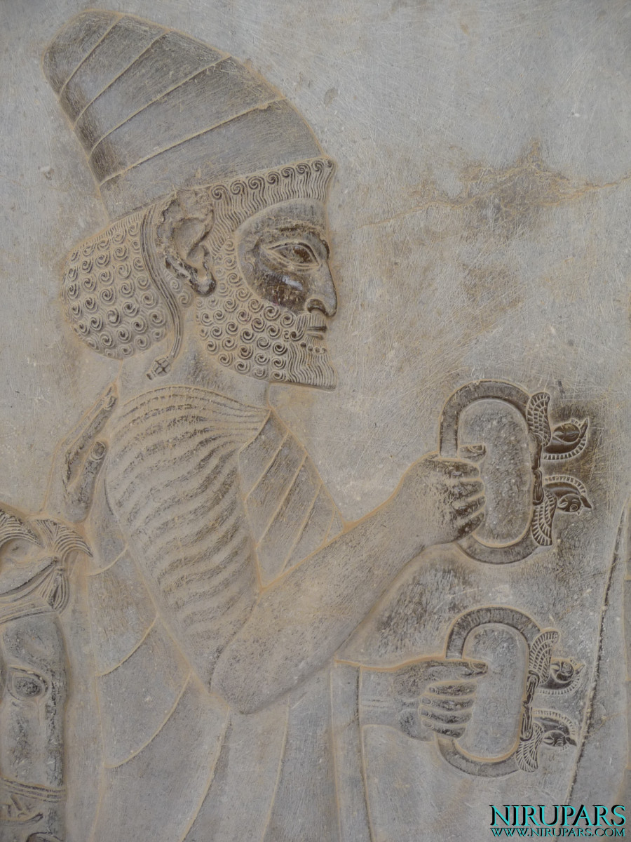 Persepolis - Apadana - East Portico - Delegation Lydia - Bangle