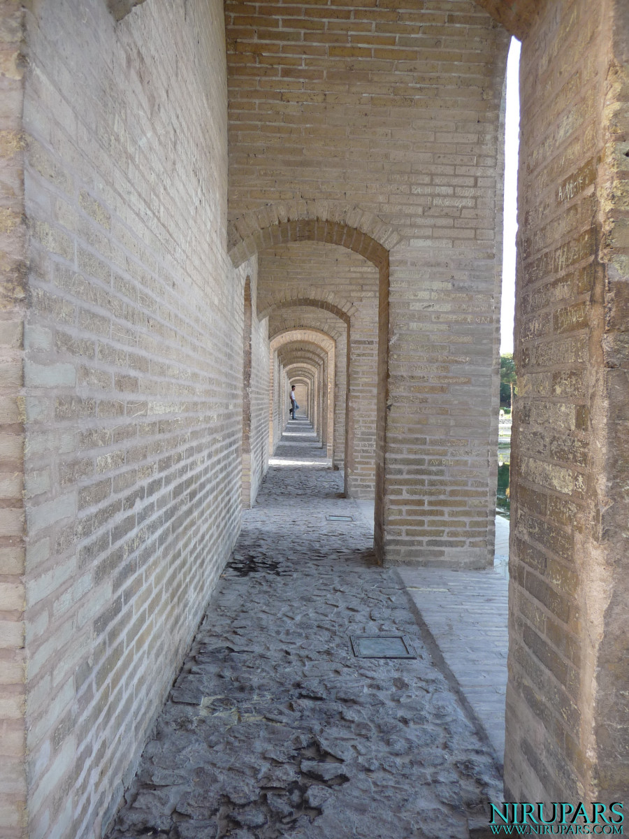 Pol-e Khaju - Side Passage