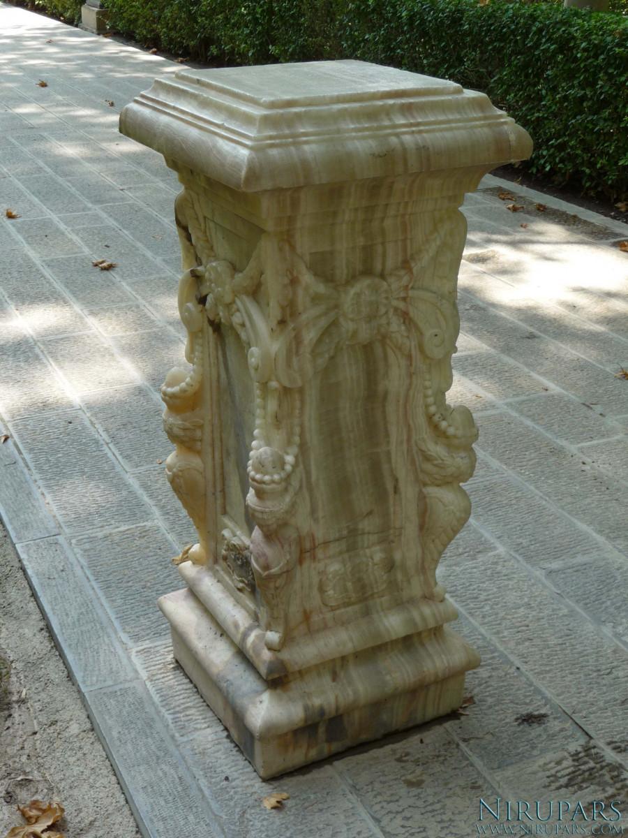 Sadabad Palace Complex - Green Palace - Pillar Stand
