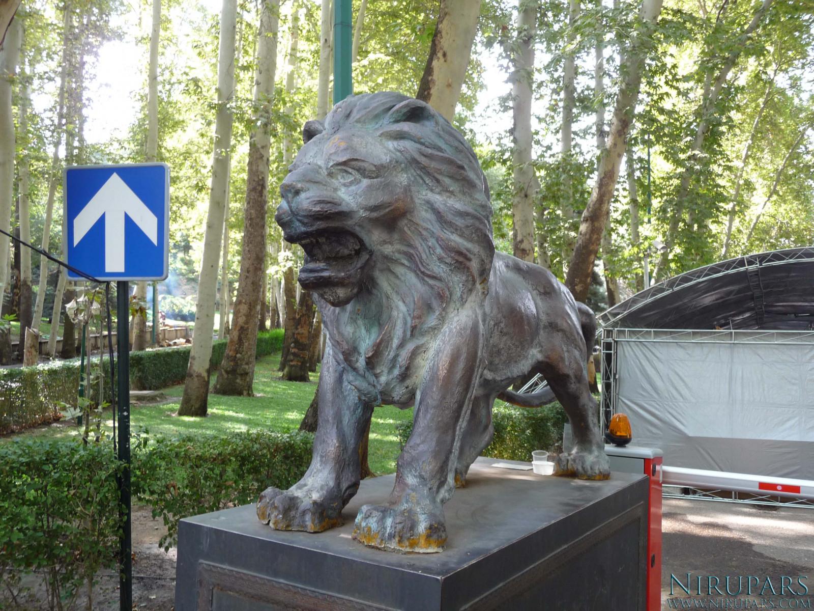 Sadabad Palace Complex - Statue Lion