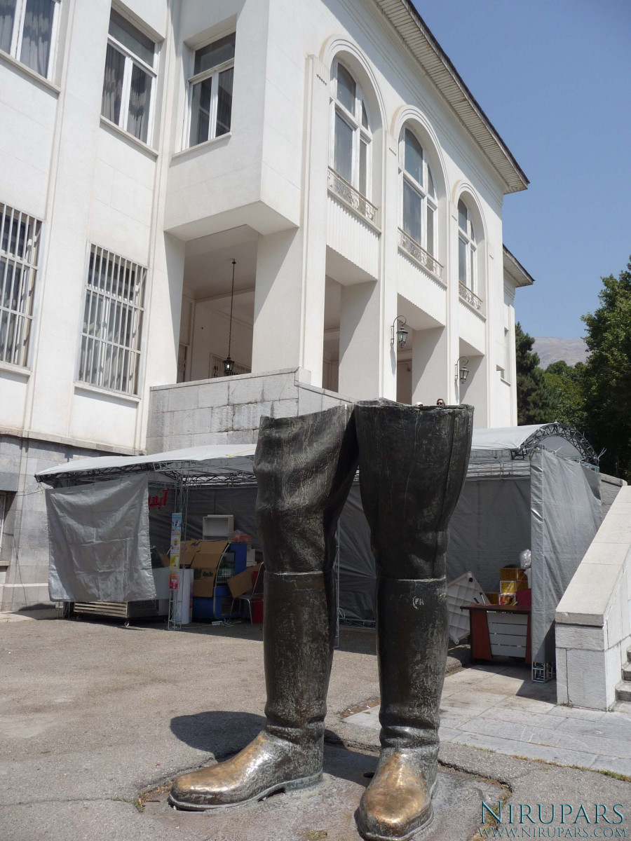 Sadabad Palace Complex - White Palace - Mohammad Reza Shah Statue