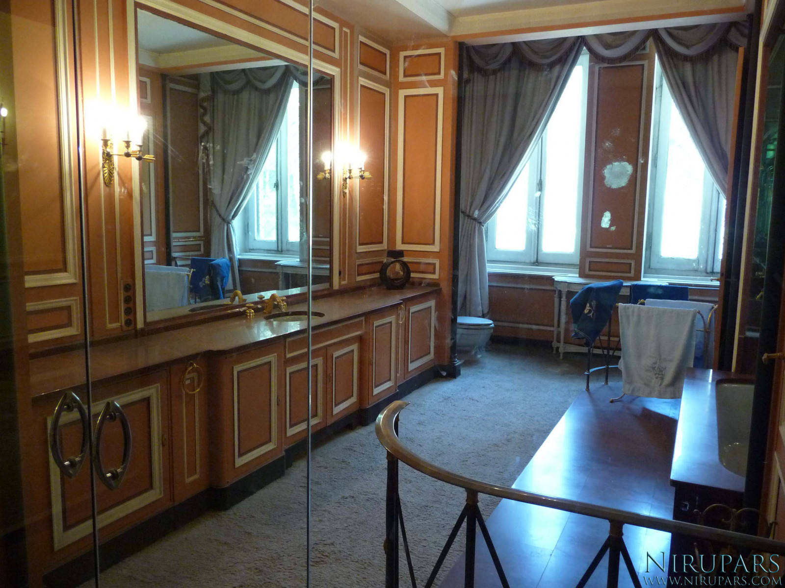 Sadabad Palace Complex - White Palace - Upper Floor - Bathroom